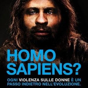 L'uomo di Neanderthal testimonial per la campagna del Cottolengo in difesa delle donne