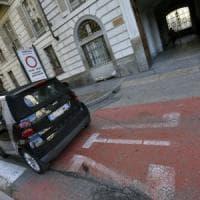Torino, il sondaggio tra i commercianti: