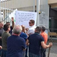 Torino, la protesta delle guardie carcerarie: