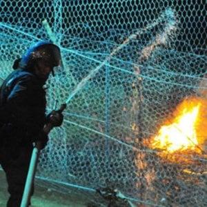 Val Susa riparte la protesta No Tav: incendio e razzi contro polizia, 20 denunciati