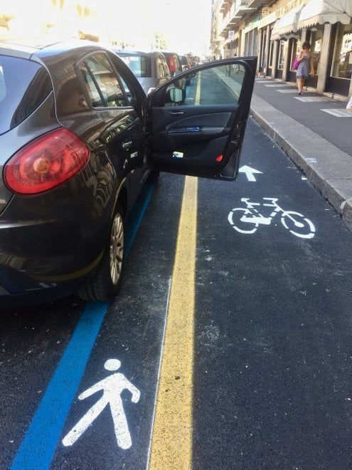 Ecco come va a finire con la nuova pista ciclabile di via Nizza