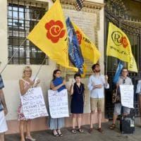 I radicali torinesi in piazza con la Costituzione contro Putin e governo italiano