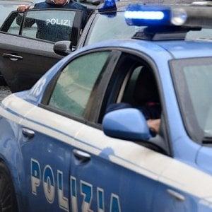 Novara, fermato ubriaco dalla Stradale continua a bere davanti ai poliziotti
