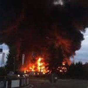 Biella, forse doloso l'incendio in un'azienda di smaltimento rifiuti