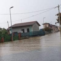 Nubifragio sul Saluzzese, corsi d'acqua tracimati, acqua sulle strade