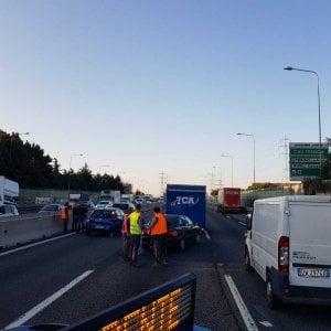Tamponamento tra cinque auto traffico bloccato e lunghe code sulla tangenziale Nord