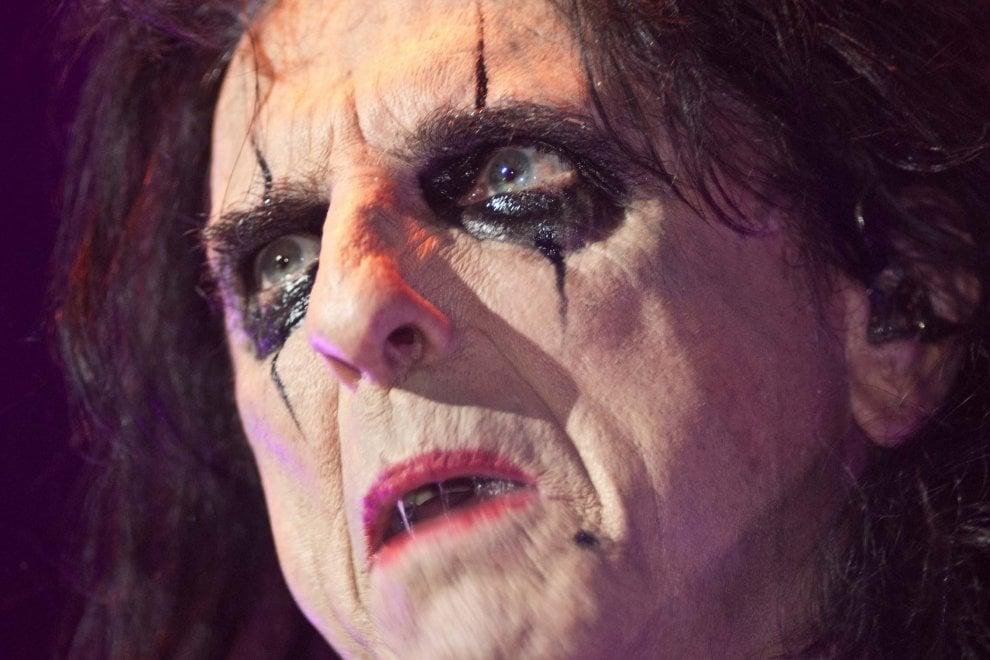 Alice Cooper il ritorno al Pala Alpitour del mito dello shock rock