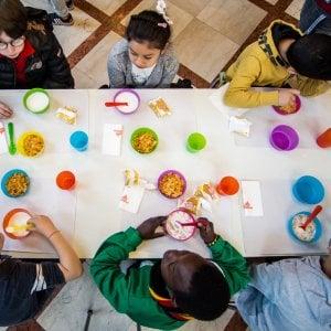 Niente panino: alla elementare Manzoni scatta subito il divieto del pasto da casa