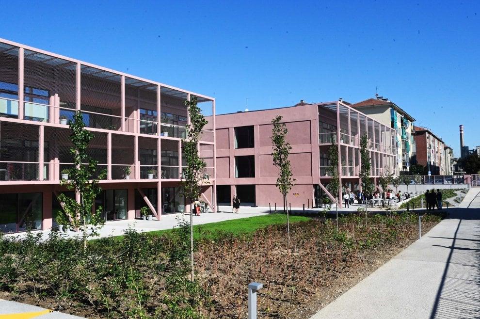 """Dallo """"spazio calmo"""" ai banchi come isole: ecco le due nuove scuole del futuro"""