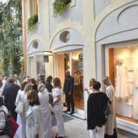 Tutte in bianco ieri sera per l'inaugurazione della nuova boutique San Carlo