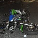 Scontro tra moto e auto nella notte a Torino, perde la vita un centauro di 24 anni
