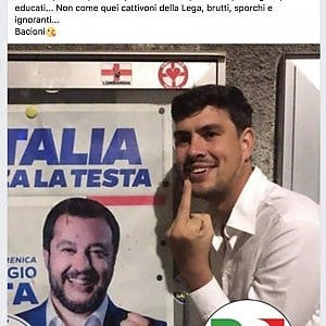 Un post con il dito medio a Salvini, l'assessore del Pd chiede scusa