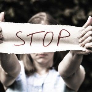 Donne vittime di violenza in Piemonte, bloccati i fondi per pagare le spese legali