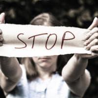 Donne vittime di violenza in Piemonte, bloccati i fondi per pagare le spese