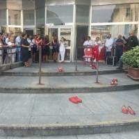 Un minuto di silenzio alle Molinette per l'operatrice sanitaria uccisa dal