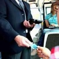 Torino, senza biglietto picchia un controllore Gtt: arrestato