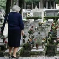 Torino, coppia compra due loculi e vi porta fiori freschi ogni settimana: