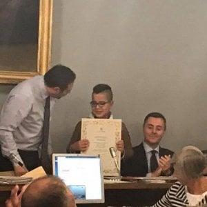 Novara, premiato il ragazzino-eroe di 10 anni  che salvò mamma e figlio da un incendio
