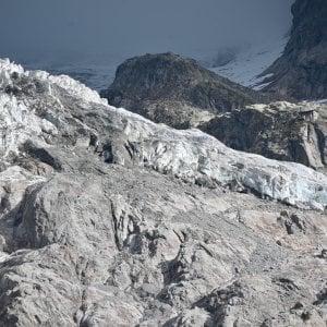 Monte Bianco, il ghiacciaio scivola ogni giorno di decine di centimetri, il radar avviserà quando il seracco è pronto a cadere