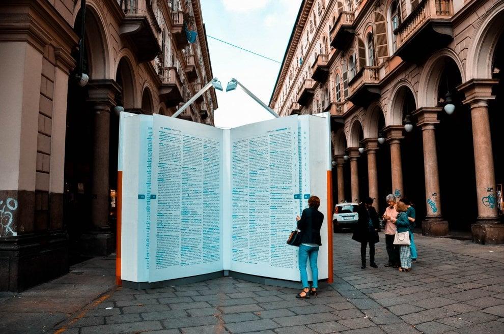 """Da """"pantagruelico"""" a """"annichilire"""", un mega vocabolario in centro a Torino per salvare le parole"""