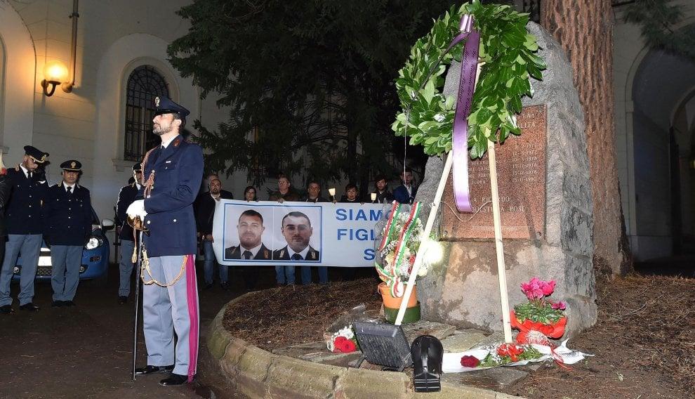 In piazza (e in chiesa) nel ricordo degli agenti uccisi a Trieste