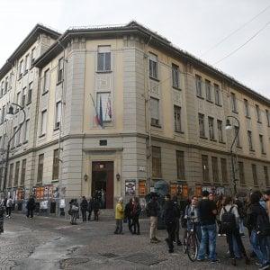 """Torino, dopo il blitz della finanza le famiglie stanno con i prof del Gioberti: """"Il loro lavoro è un bene prezioso"""""""