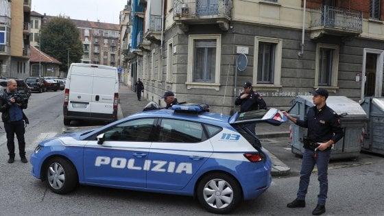 Torino, detenuto in permesso cerca di sgozzare la fidanzata: in passato aveva già ucciso una compagna