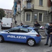 Torino, detenuto in permesso cerca di sgozzare la fidanzata: in passato