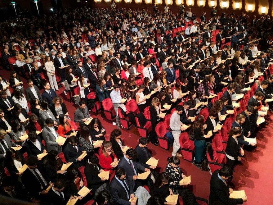 Torino, la festa per 500 ragazzi freschi di laurea in Medicina