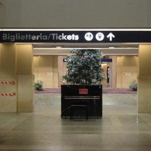 I vandali mettono ko il pianoforte della stazione Porta Nuova