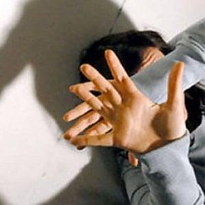 Torino, botte alla compagna  che piangeva l'ex fidanzato morto