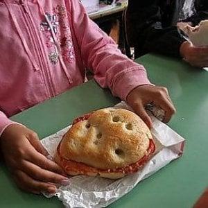 Dimezzato il popolo del panino da casa nelle scuole di Torino: effetto sentenza della Cassazione
