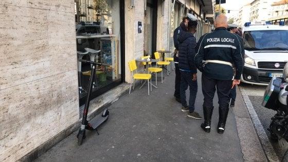 Torino, primo incidente con un monopattino elettrico: travolto un pedone