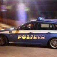 Inseguiti dalla polizia perdono per strada un televisore rubato