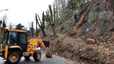 Maltempo in Piemonte; cade un pezzo del castello di Novi, danni a funivia a Oropa