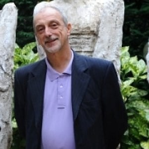 Docente e scultore, Raffaele Mondazzi cade dal tetto e muore, lo scopre il fratello