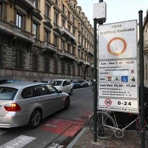 """Torino, la giunta cambia idea """"Gli effetti sull'aria della nuova Ztl? Li valuteremo dopo il via"""""""