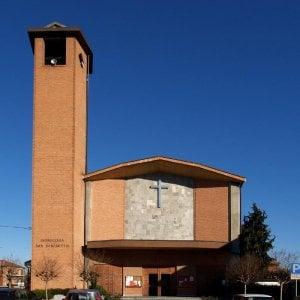 San Mauro, crolla parte dell'intonaco di una chiesa, ferita una donna