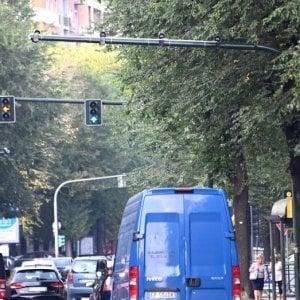 Torino,  multe fino a 600 euro per chi passa con il rosso in tre incroci pericolosi