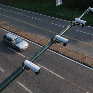 Torino, il primo giorno dei semafori con telecamera: seicento multe