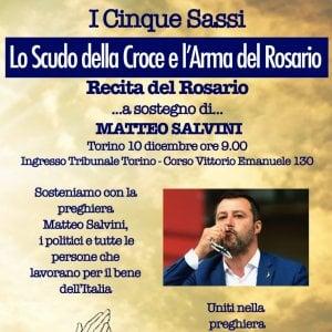 Torino: un rosario per Salvini davanti al tribunale nel giorno del processo all'ex ministro