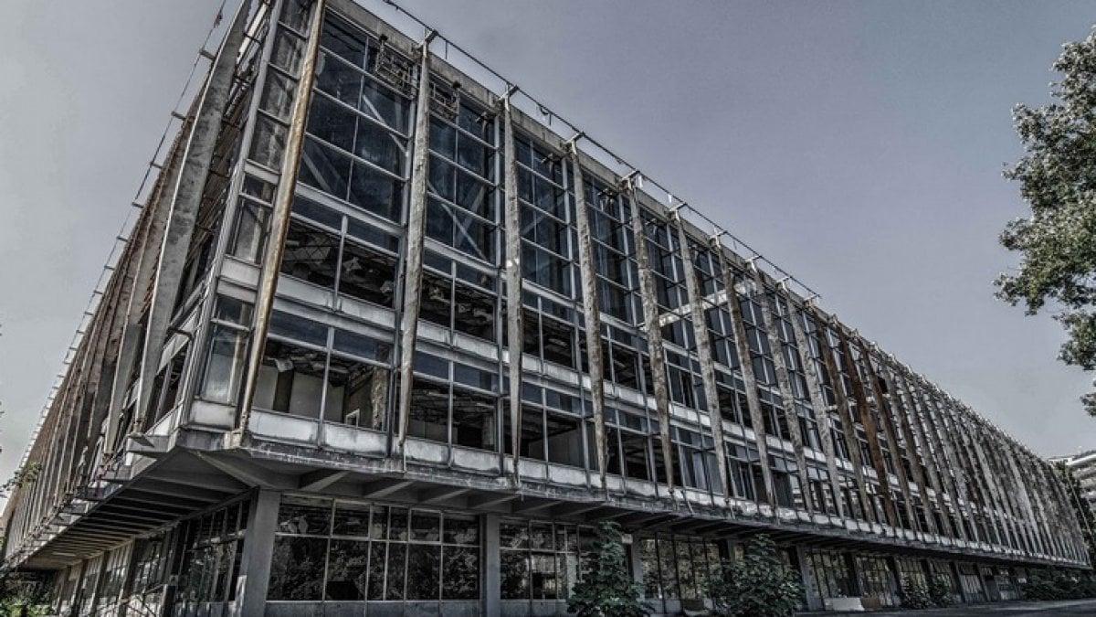 Lavoro Per Architetti Torino il palazzo del lavoro è in agonia e le istituzioni non se ne