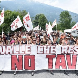 """I No Tav in marcia in Valsusa nel segno di Greta: """"La Torino-Lione un delitto climatico"""""""