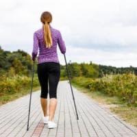 """Nordic walking:  la passeggiata con i """"bastoncini"""" che fa bene a tutti"""