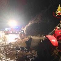 Frana strada a Borgomanero travolte due auto, salvi i passeggeri