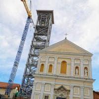 A 13 anni dal crollo, il campanile di Nole riprende forma