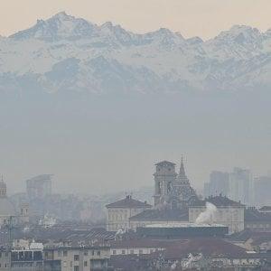 Torino, emergenza inquinamento: verso lo stop un milione di auto  per il troppo smog