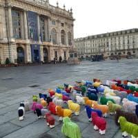 Tante piccole pecore colorate invadono Torino. Ecco perché