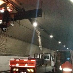 Autostrade: si staccano frammenti di vernice da un fianco di una galleria sull'A6  Torino - Savona