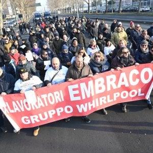 """Torino, corteo dei lavoratori ex Embraco: """"Il futuro infranto di 400 persone"""""""